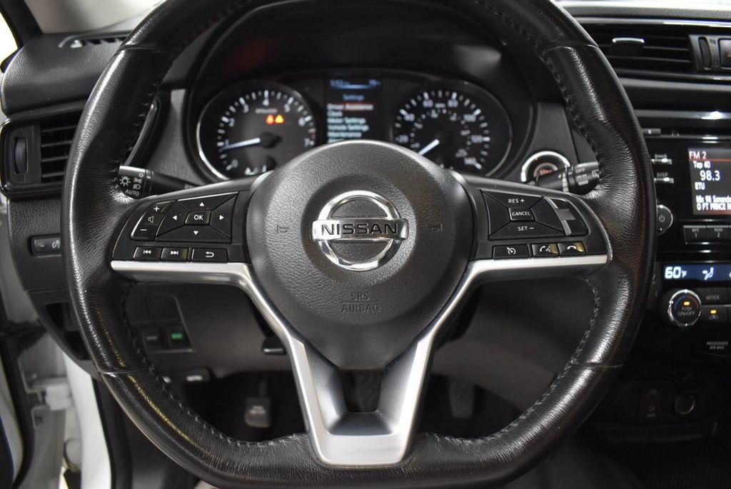 2017 Nissan Rogue SV - 18432687 - 15