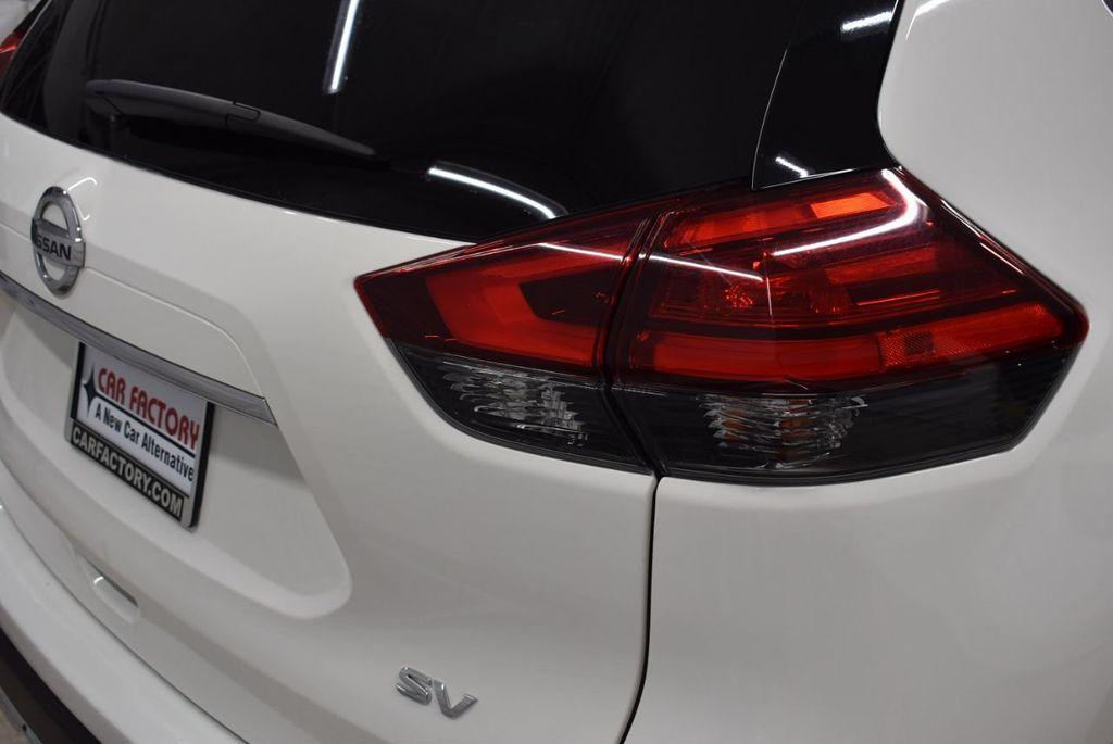 2017 Nissan Rogue SV - 18432687 - 1
