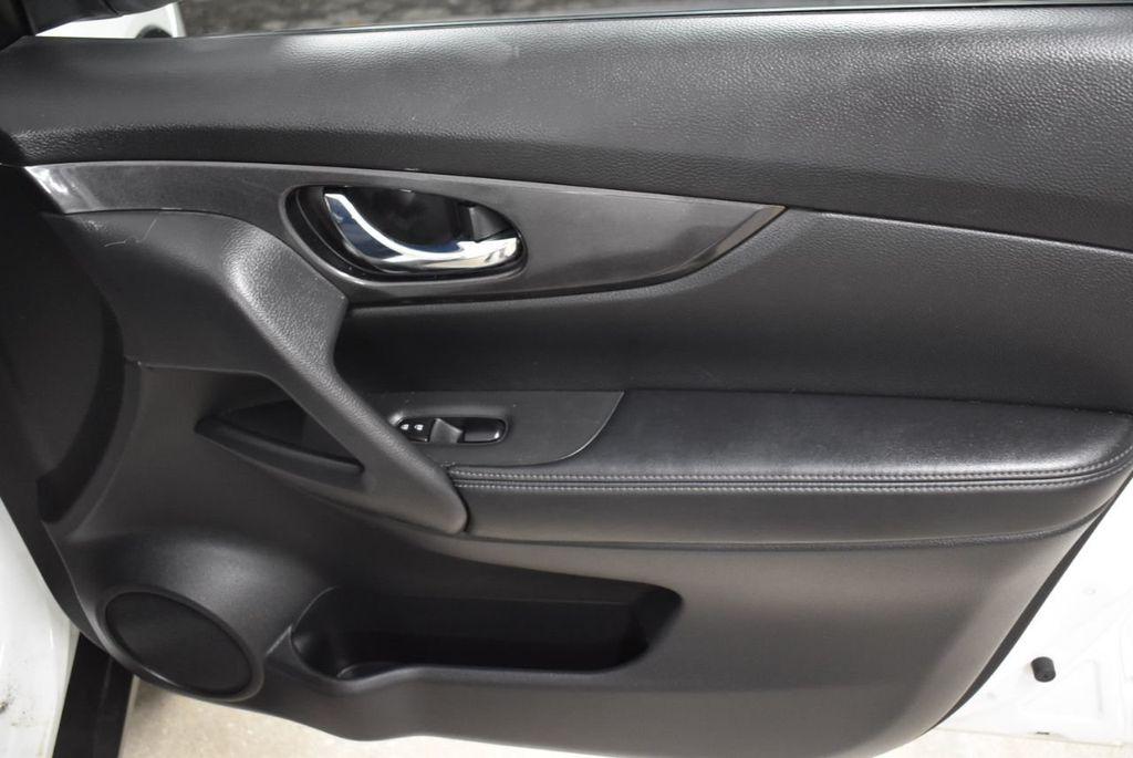 2017 Nissan Rogue SV - 18432687 - 22