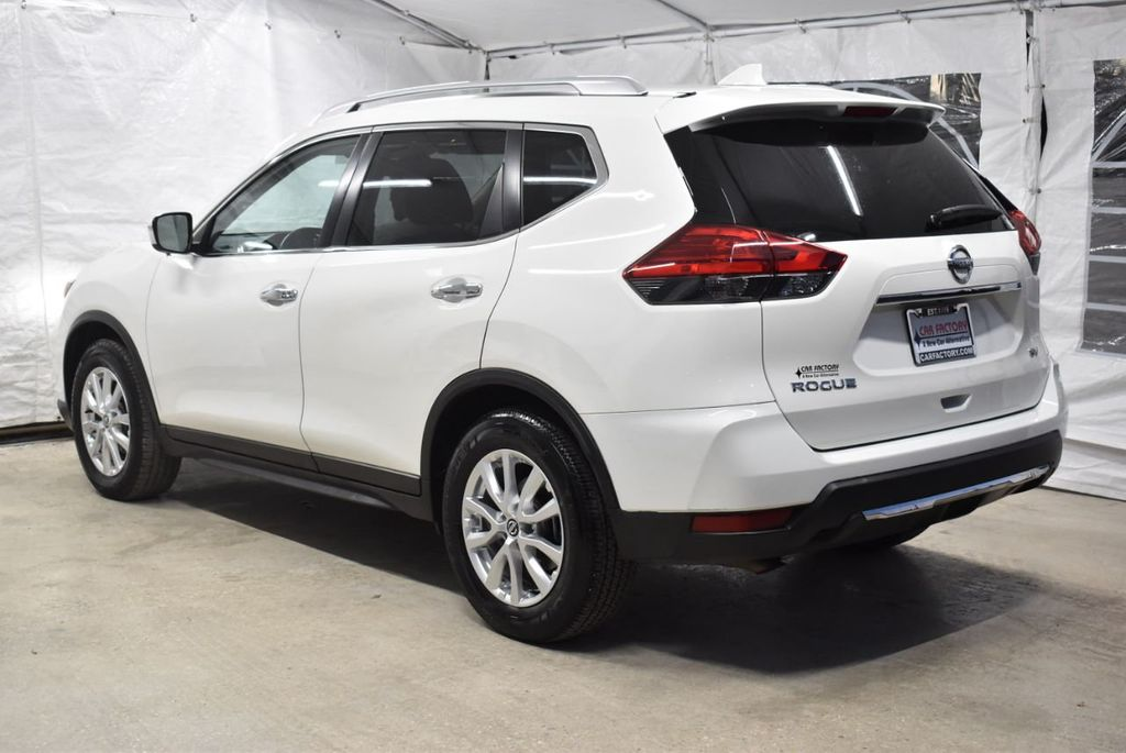 2017 Nissan Rogue SV - 18432687 - 3