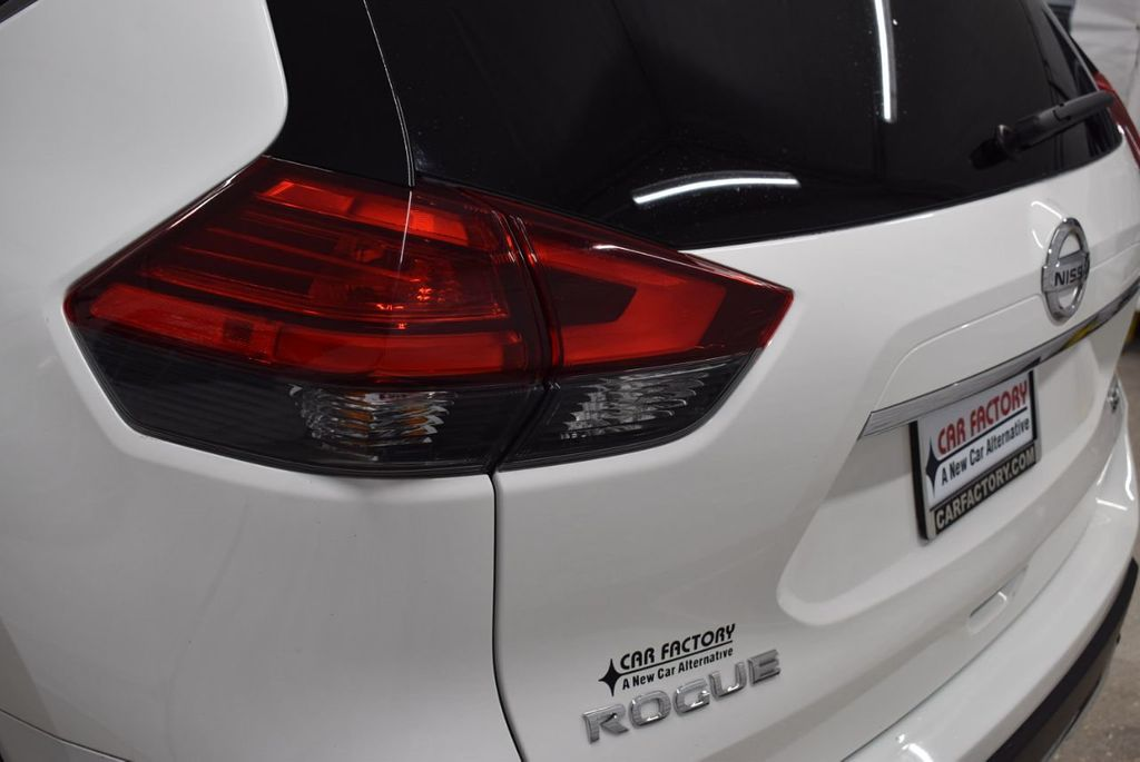 2017 Nissan Rogue SV - 18432687 - 4