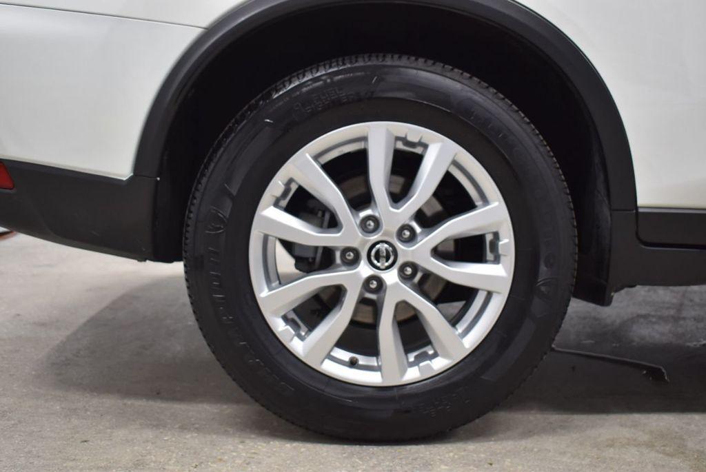 2017 Nissan Rogue SV - 18432687 - 7