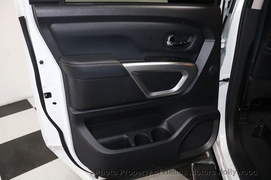 2017 Nissan Titan 4x2 Crew Cab SL - 17851912 - 12