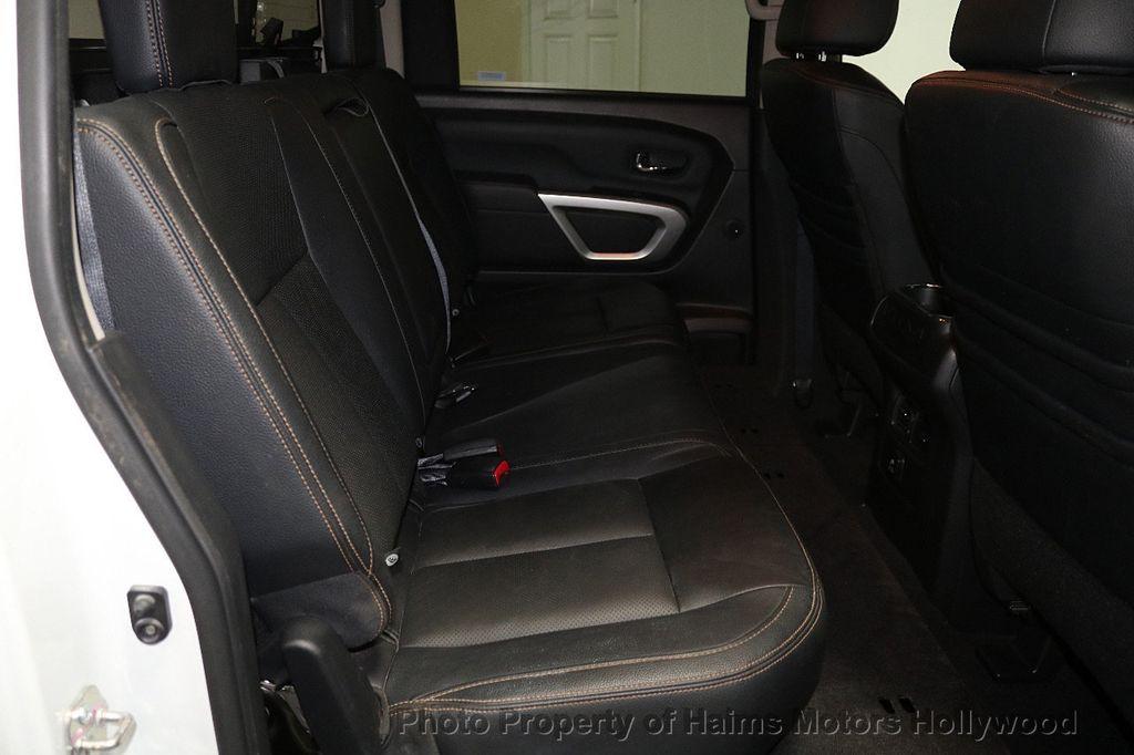 2017 Nissan Titan 4x2 Crew Cab SL - 17851912 - 16