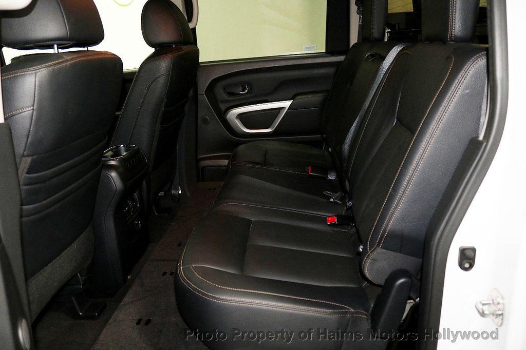 2017 Nissan Titan 4x2 Crew Cab SL - 17851912 - 17