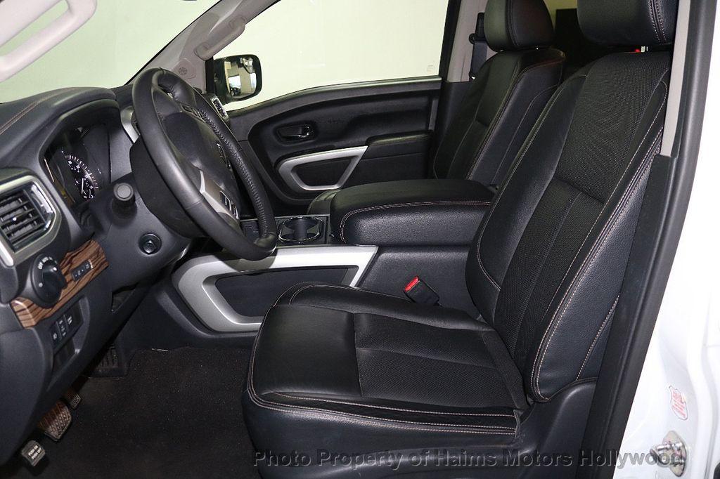 2017 Nissan Titan 4x2 Crew Cab SL - 17851912 - 18