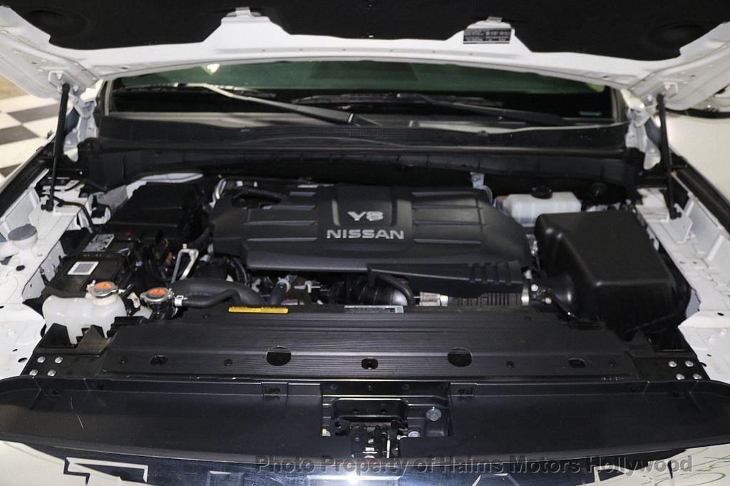 2017 Nissan Titan 4x2 Crew Cab SL - 17851912 - 36