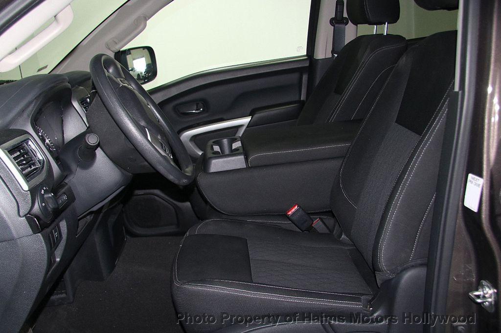 2017 Nissan Titan 4x2 Crew Cab SV - 16881375 - 18