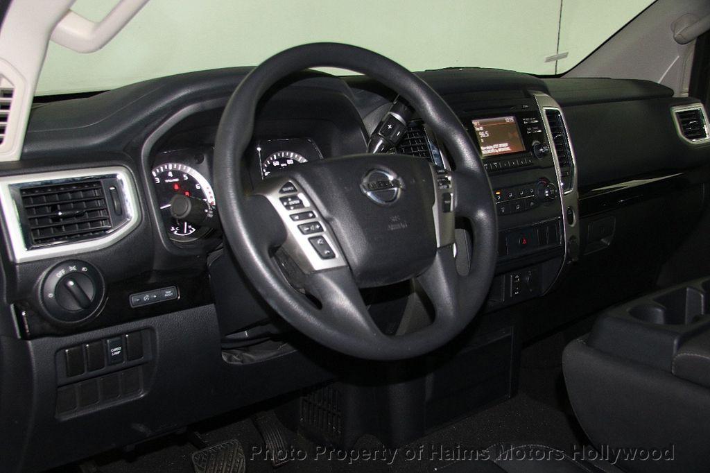 2017 Nissan Titan 4x2 Crew Cab SV - 16881375 - 19