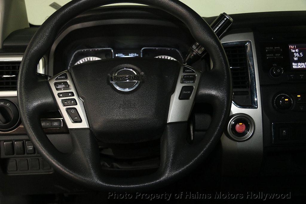 2017 Nissan Titan 4x2 Crew Cab SV - 16881375 - 28