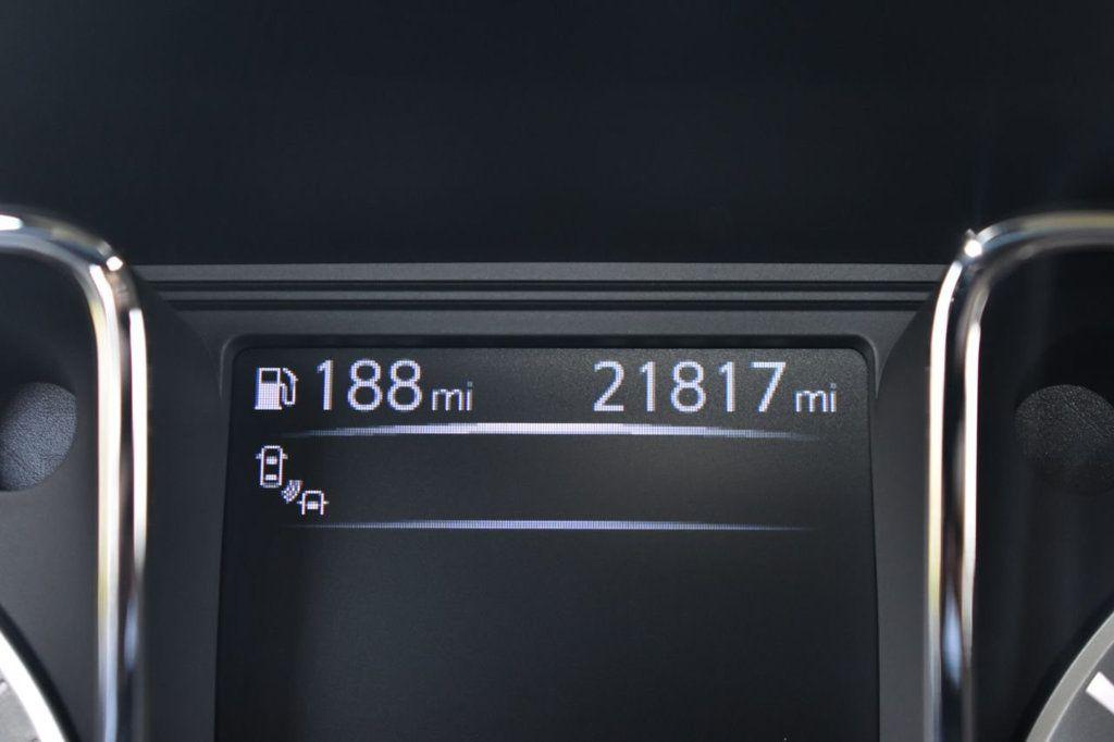 2017 Nissan Titan XD 4x4 Gas Crew Cab PRO-4X - 18175384 - 17