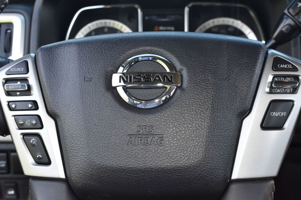 2017 Nissan Titan XD 4x4 Gas Crew Cab PRO-4X - 18175384 - 19