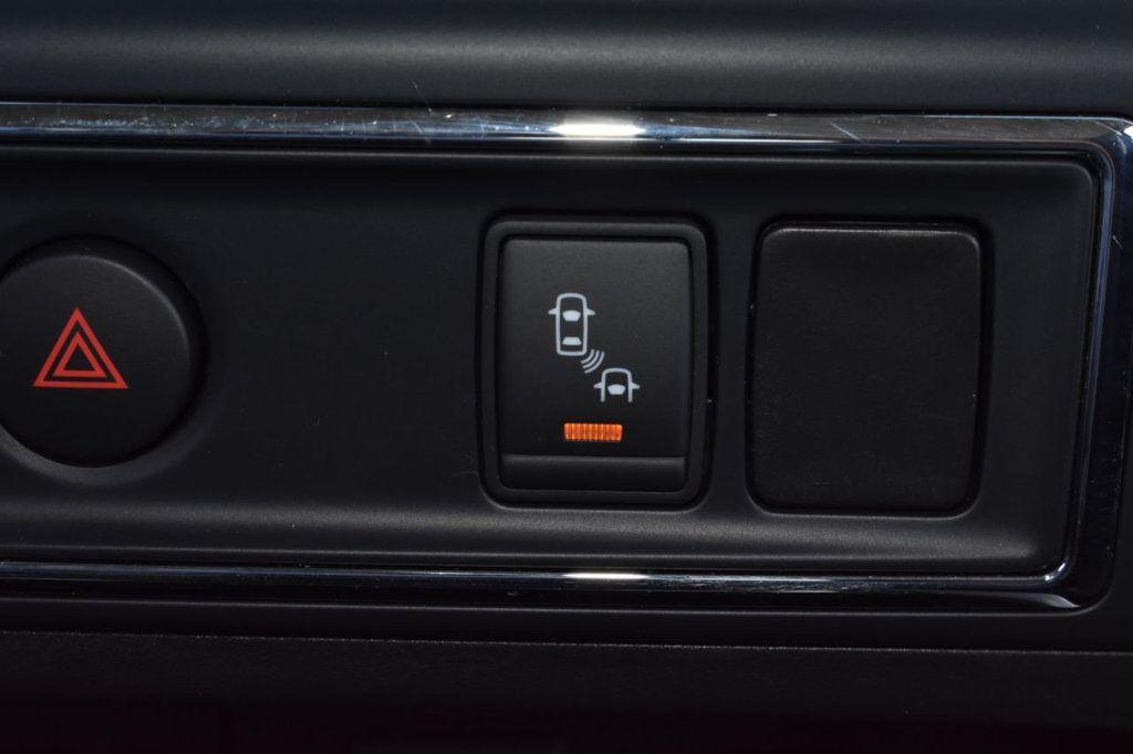 2017 Nissan Titan XD 4x4 Gas Crew Cab PRO-4X - 18175384 - 26