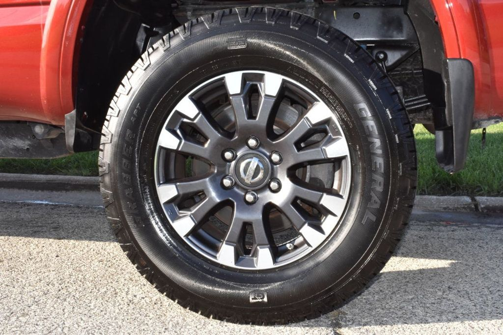 2017 Nissan Titan XD 4x4 Gas Crew Cab PRO-4X - 18175384 - 30