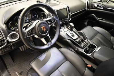 2017 Porsche Cayenne S Hybrid - Click to see full-size photo viewer