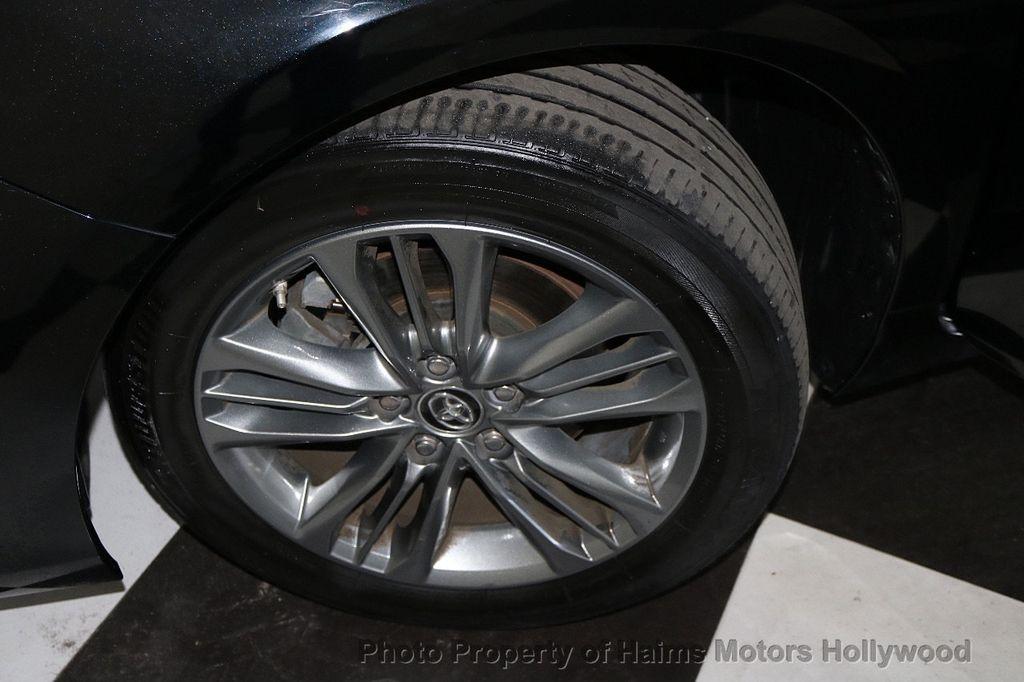 2017 Toyota Camry  - 17667698 - 30