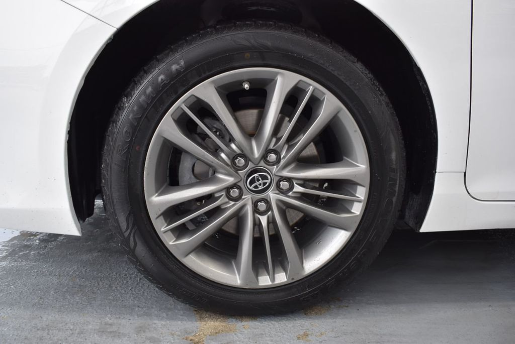 2017 Toyota Camry SE Automatic - 18319320 - 11