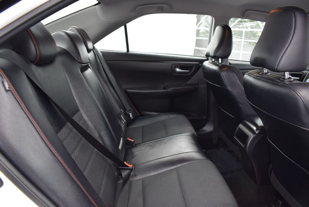 2017 Toyota Camry SE Automatic - 18319320 - 22