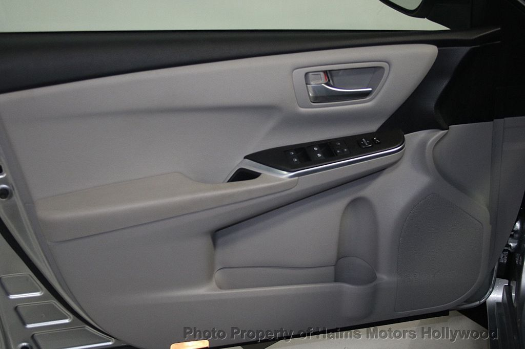 2017 Toyota Camry SE Automatic - 16848646 - 10