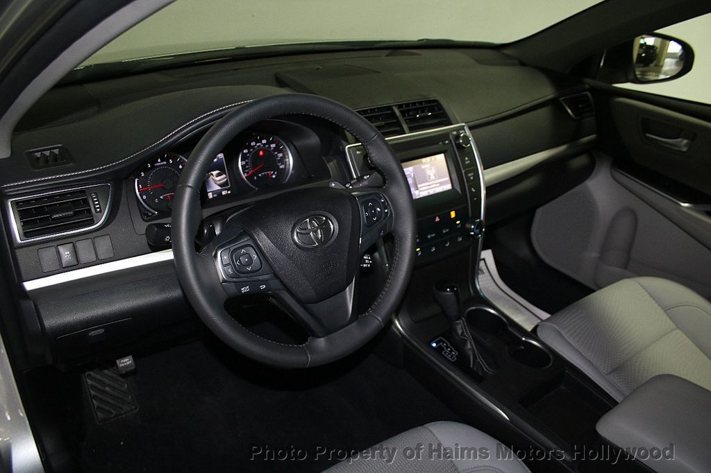 2017 Toyota Camry SE Automatic - 16848646 - 18