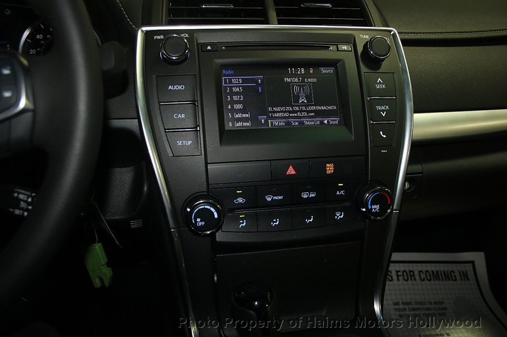 2017 Toyota Camry SE Automatic - 16848646 - 19