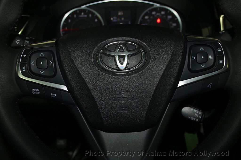 2017 Toyota Camry SE Automatic - 16848646 - 25