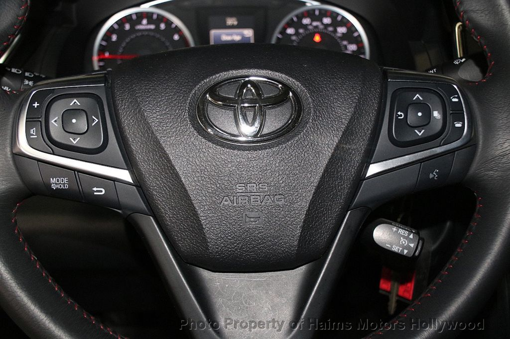 2017 Toyota Camry SE Automatic - 17312775 - 24