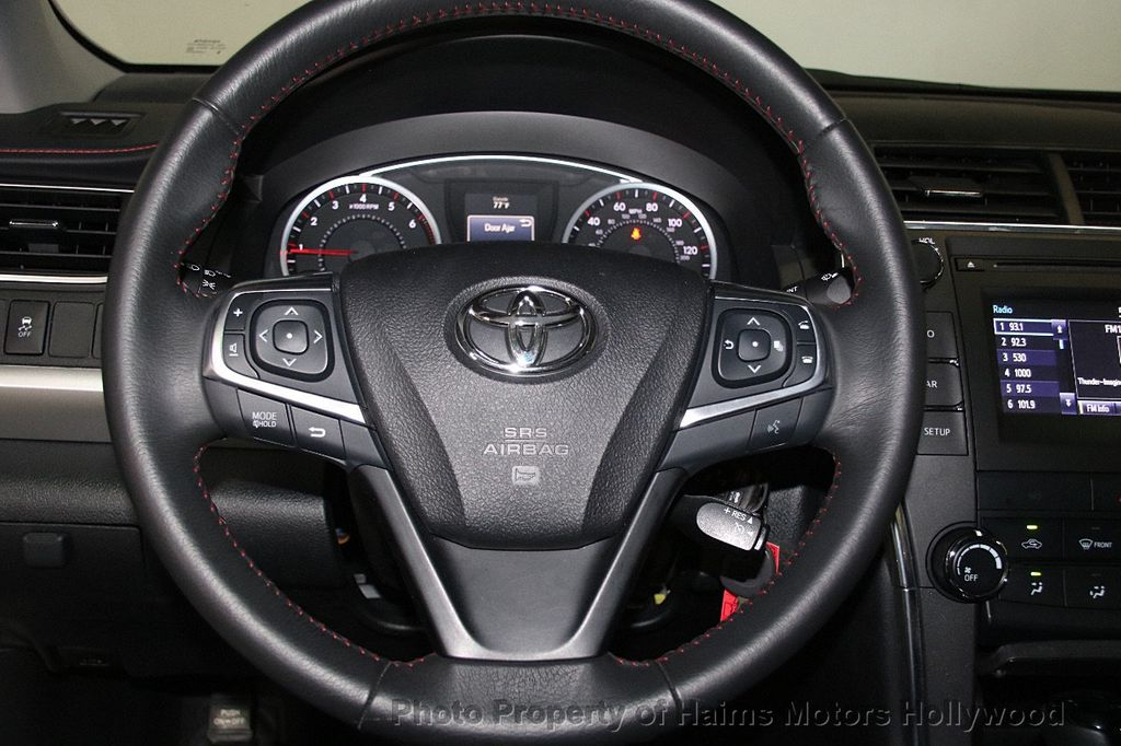 2017 Toyota Camry SE Automatic - 17312775 - 25