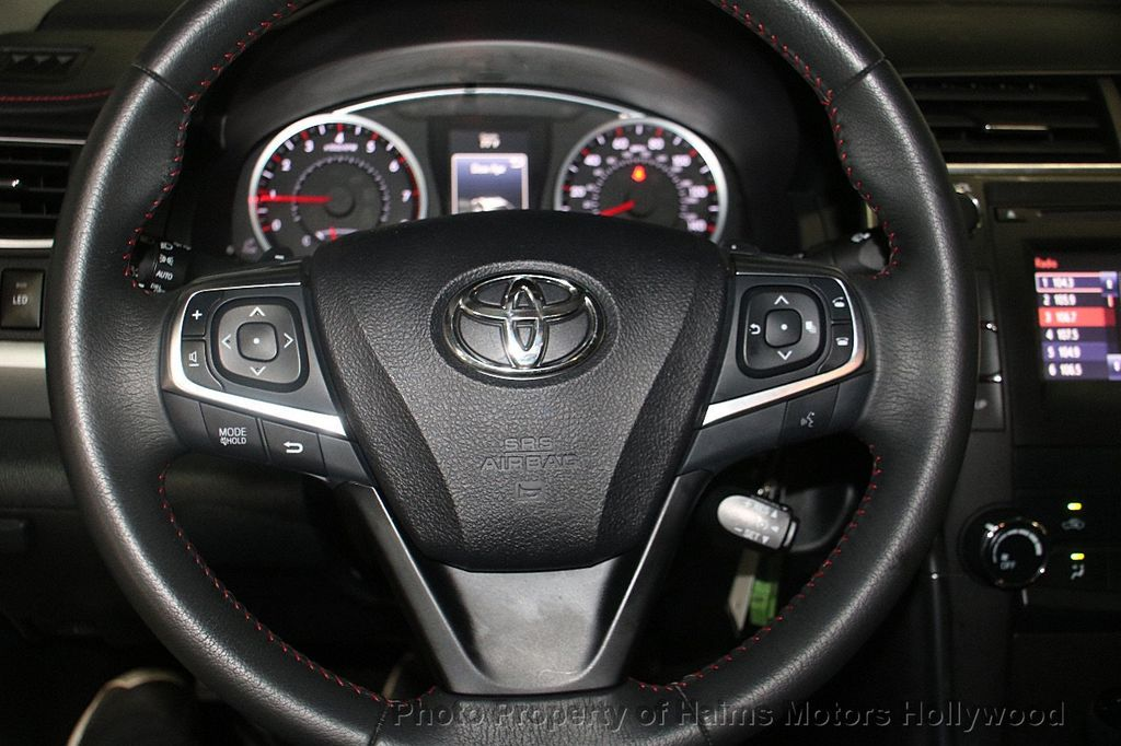 2017 Toyota Camry SE Automatic - 17382292 - 25