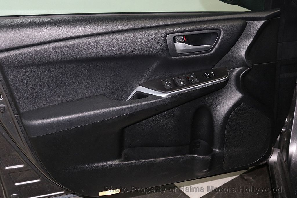 2017 Toyota Camry SE Automatic - 18143364 - 9