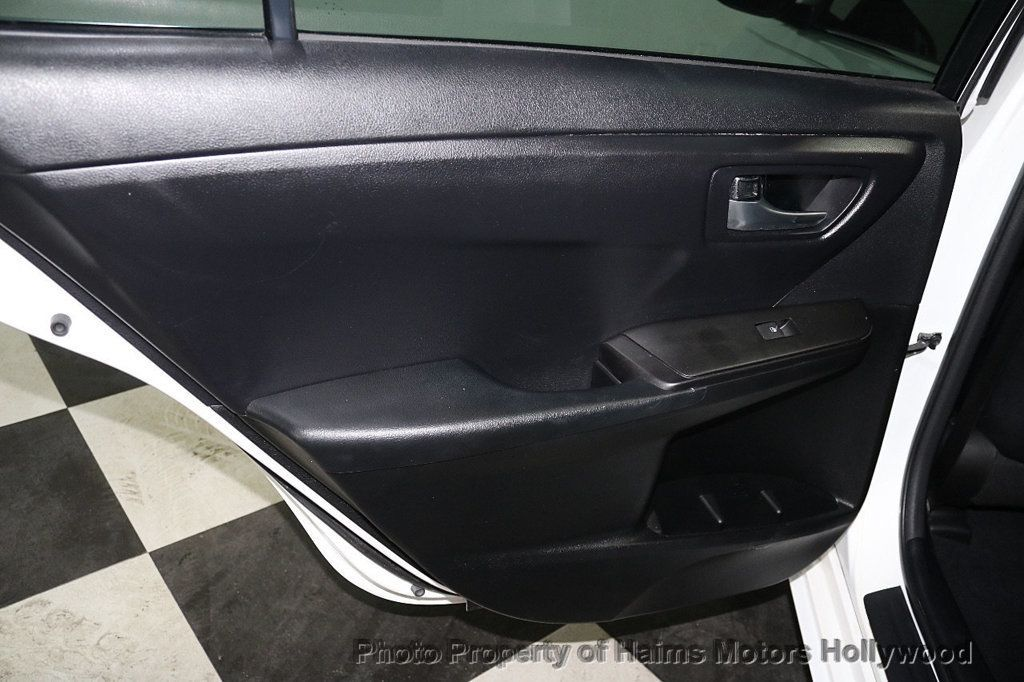 2017 Toyota Camry SE Automatic - 18692255 - 10