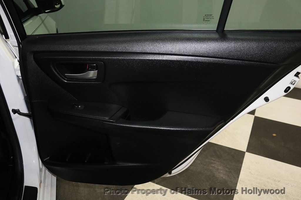 2017 Toyota Camry SE Automatic - 18692255 - 11