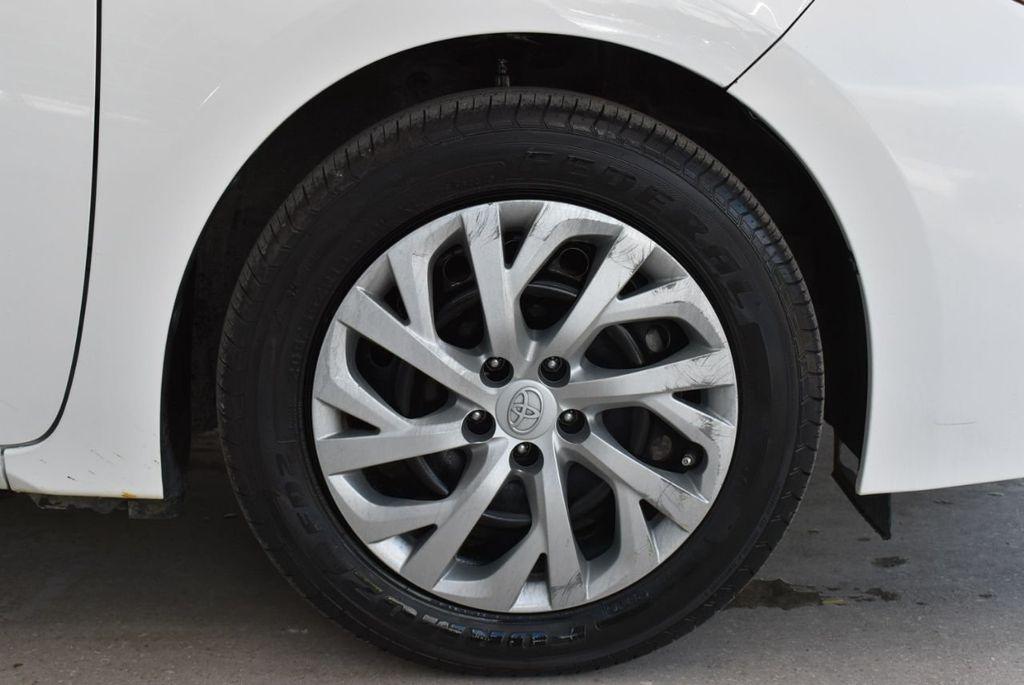 2017 Toyota Corolla  - 18712675 - 9