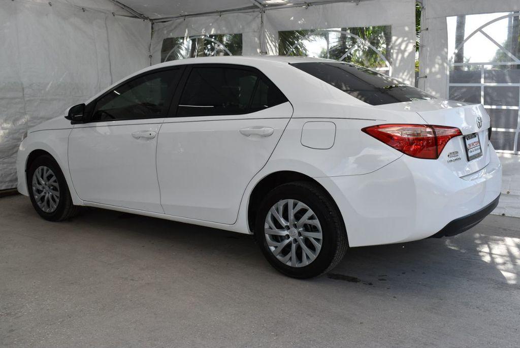 2017 Toyota Corolla  - 18712675 - 3