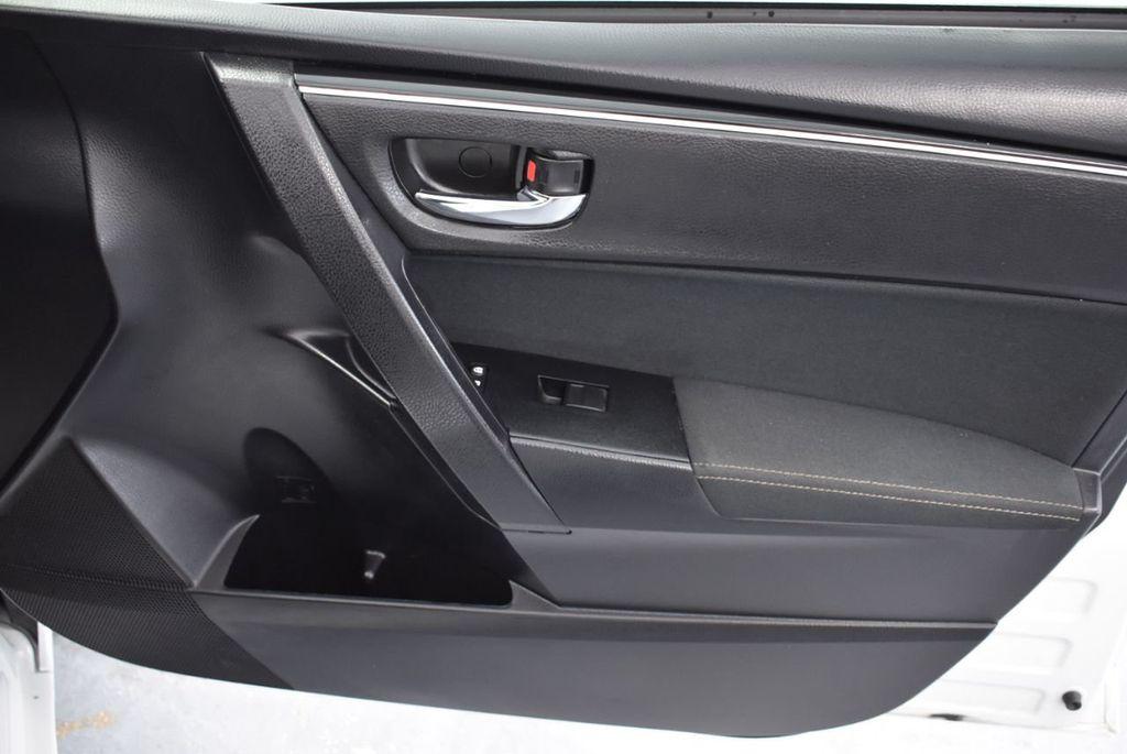 2017 Toyota Corolla L CVT - 18381963 - 24