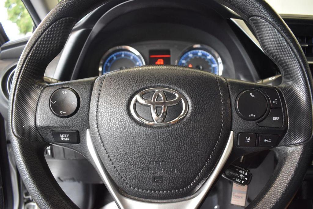 2017 Toyota Corolla LE - 18157160 - 17