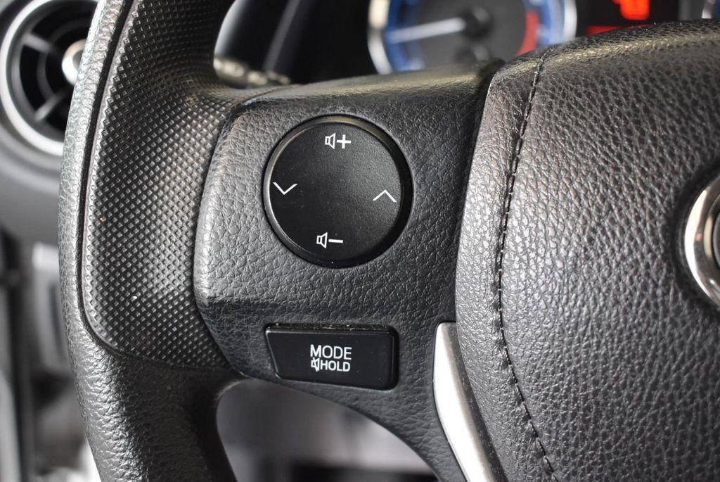 2017 Toyota Corolla LE - 18157160 - 19