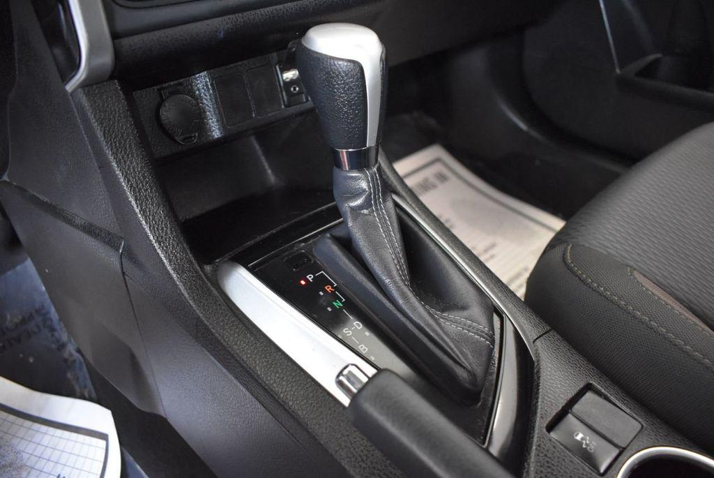 2017 Toyota Corolla LE - 18157160 - 21