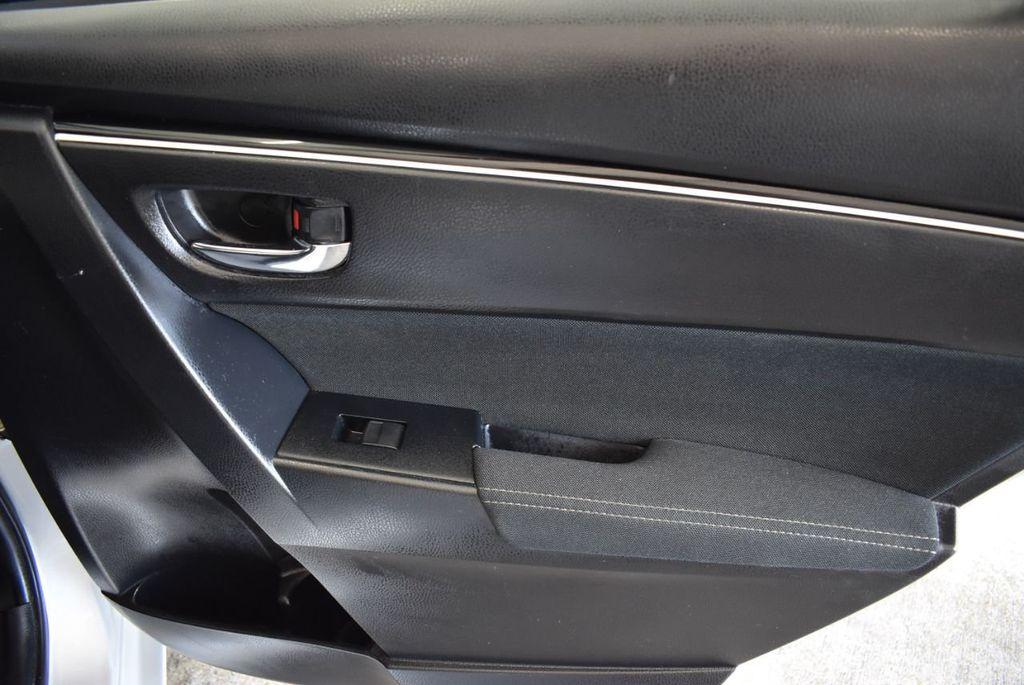 2017 Toyota Corolla LE - 18157160 - 23