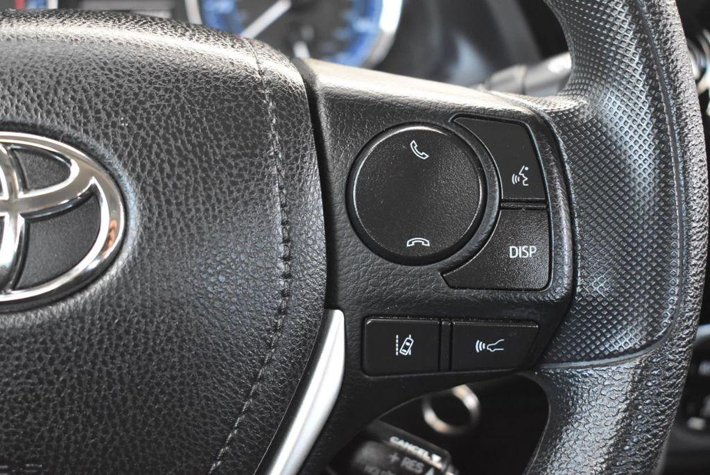 2017 Toyota Corolla LE - 18415833 - 18