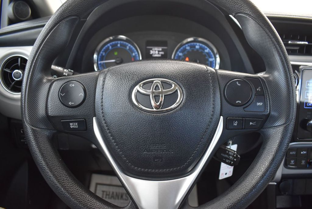 2017 Toyota Corolla LE - 18436051 - 17