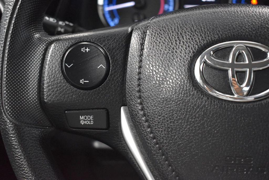 2017 Toyota Corolla LE - 18341581 - 19
