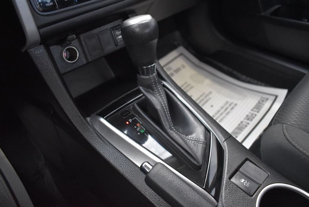 2017 Toyota Corolla LE - 18497673 - 25