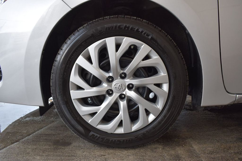 2017 Toyota Corolla SE CVT - 17971219 - 9