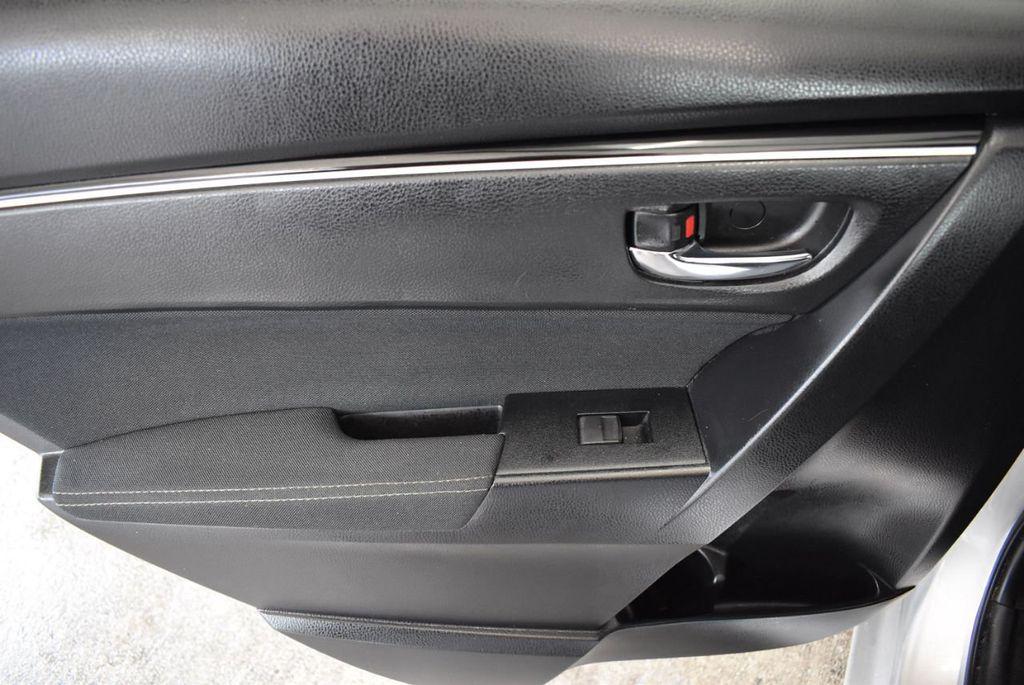2017 Toyota Corolla SE CVT - 17971219 - 11