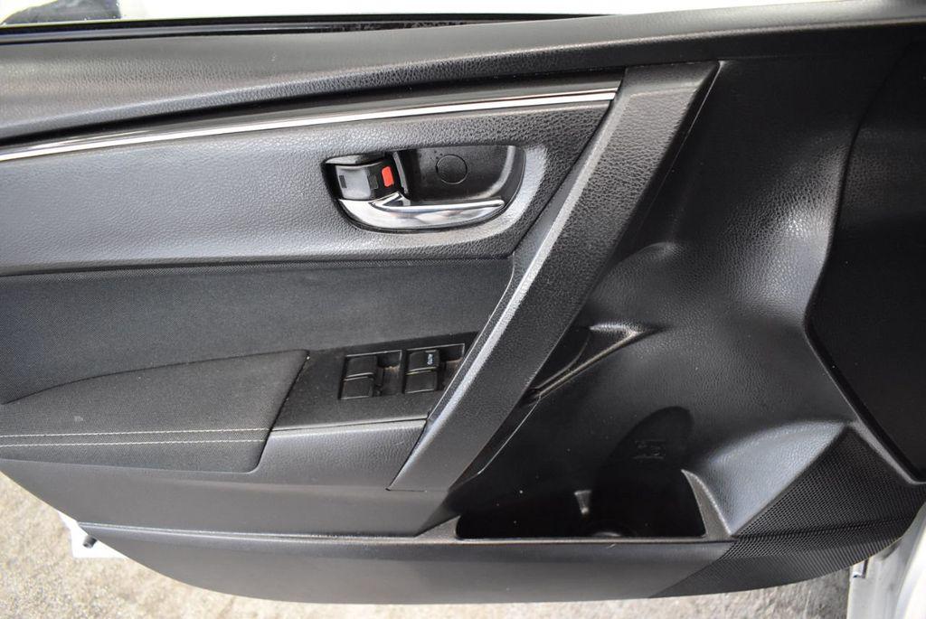 2017 Toyota Corolla SE CVT - 17971219 - 13