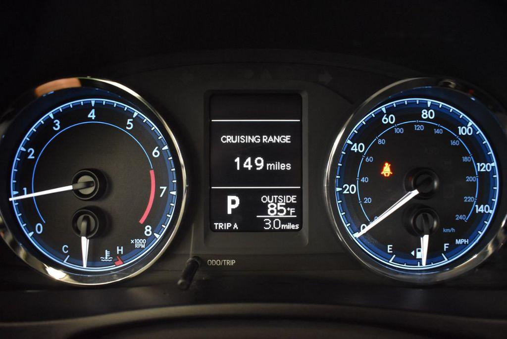 2017 Toyota Corolla SE CVT - 17971219 - 14