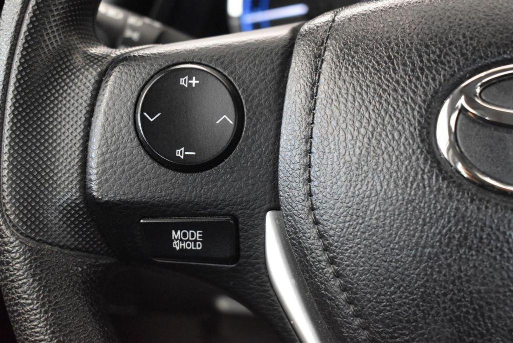 2017 Toyota Corolla SE CVT - 17971219 - 17
