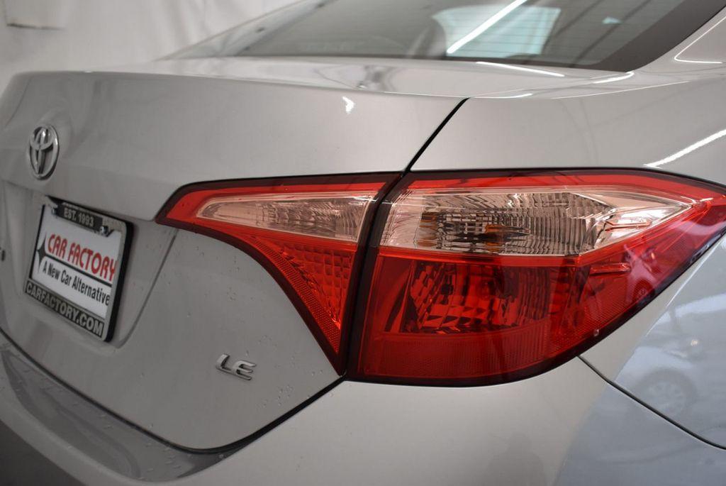 2017 Toyota Corolla SE CVT - 17971219 - 1