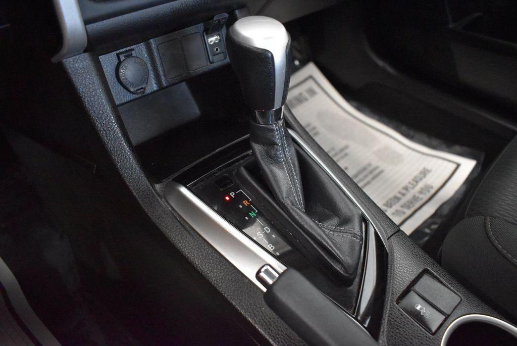 2017 Toyota Corolla SE CVT - 17971219 - 19